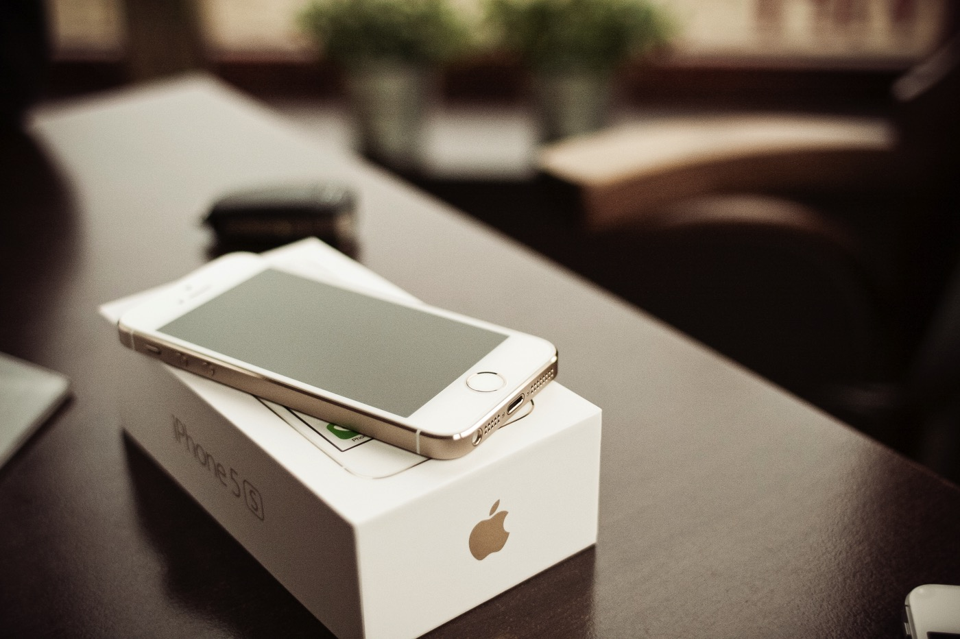 Iphone 5s gold with a box picjumbo com